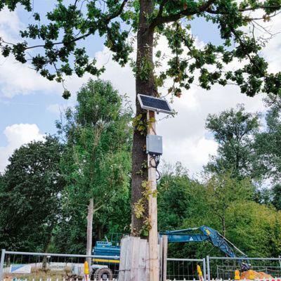 Cloud-based concrete monitoring – Gateway with solar cell at tree